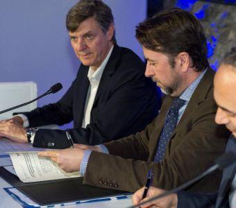 Nissan y el Cabildo de Tenerife han firmado hoy un acuerdo de colaboración para promover la movilidad 100% eléctrica en esta isla ...
